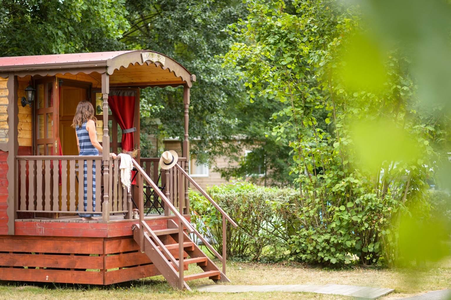 RoulotteRives Nature Cottages et Camping en Bretagne